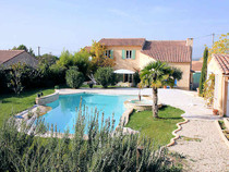 holiday cottages france