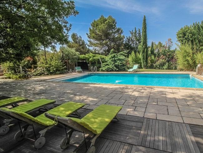 aix en provence rental private pool jacuzzi table. Black Bedroom Furniture Sets. Home Design Ideas