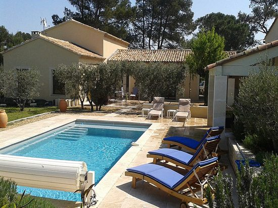 trendy les baumes holiday rental in eygalires provence alpilles with maison du monde aix en provence. Black Bedroom Furniture Sets. Home Design Ideas